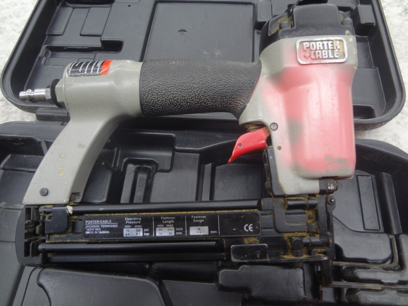 PORTER CABLE NAILERS & STAPLERS BN125A - GOOD CONDITION, WITH CASE