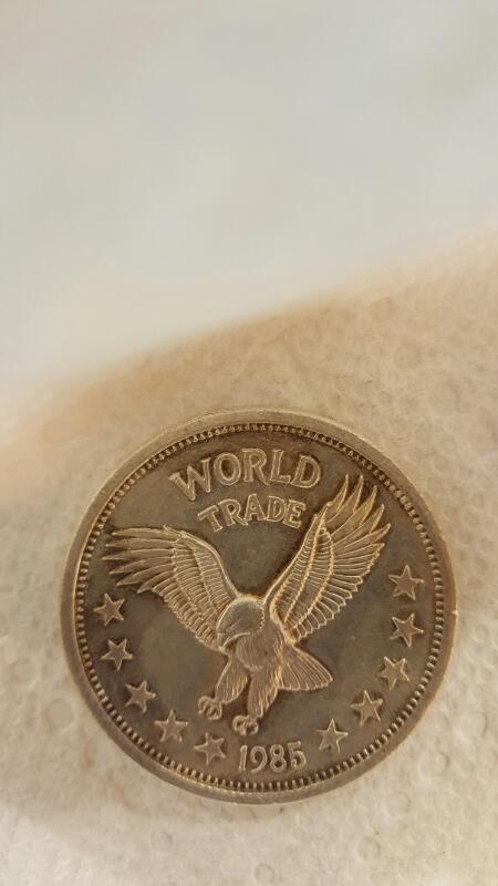 1985 WORLD TRADE 1 Ounce 999 Silver Round