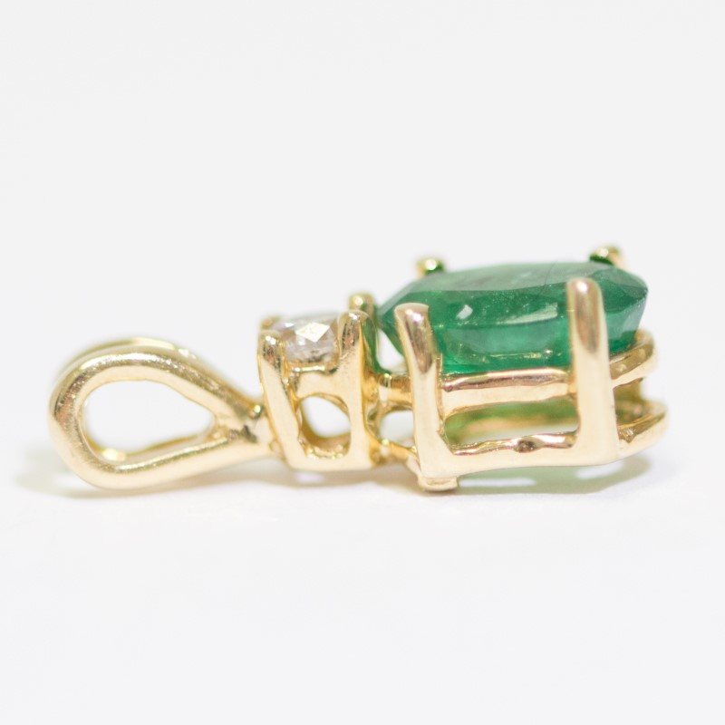 14K Yellow Gold Oval Cut Emerald & Round Cut Diamond Pendant