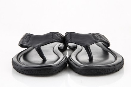 fef2a9ae372 ... Gucci Rubberized Guccissima Leather Thong Sandal