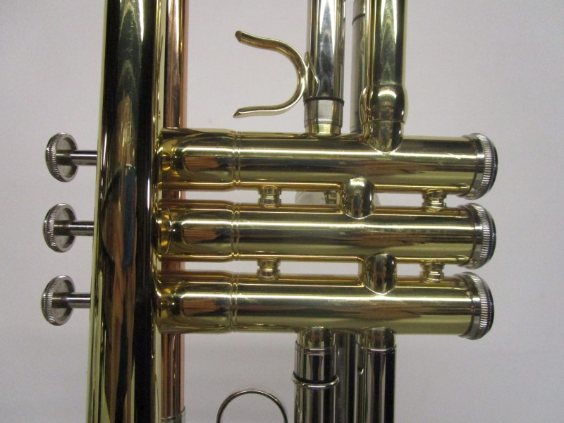 KAIZER TRP-1000LQRC TRUMPET WITH CASE AND MOUTHPIECE Very
