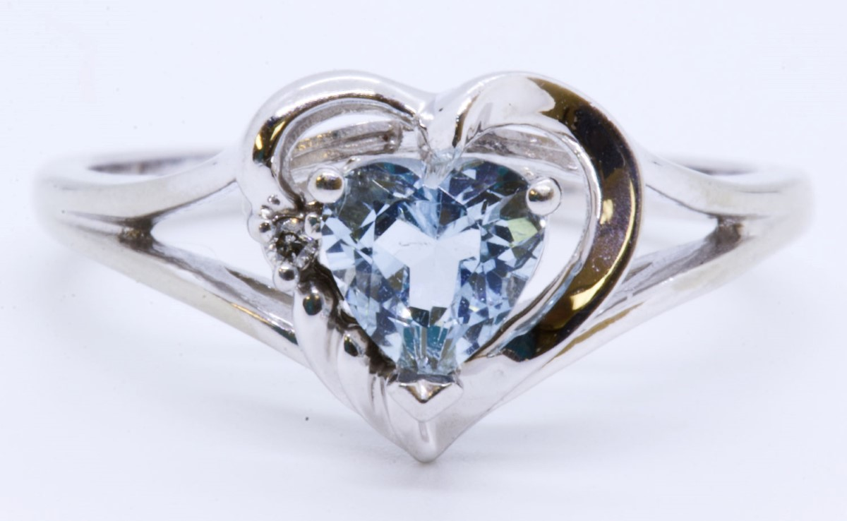 Ema 10k Solid White Gold Heart Cut Aquamarine Diamond Accent Ring Size 4 75 Pre Owned Liberty Pawn Gold Fredericksburg Va